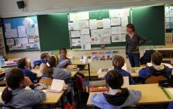H. Gaudy devant les élèves de CM1